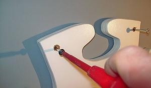KROK IX - Przykręcanie paneli bocznych do ściany